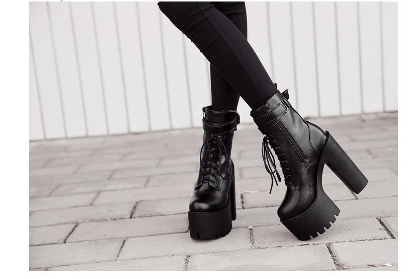 Compre COSMAGIC 2018 Nuevas Mujeres Correa Con Hebilla Plataforma Negra Medias Pantorrillas Bota Gótica Punk Punta Redonda Super High Heel Botas Mujer