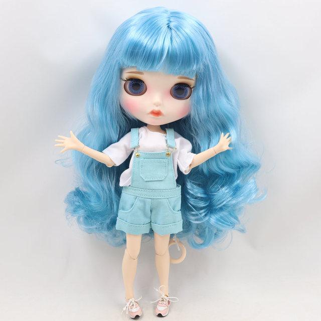 Austyn - esmaklassiline kohandatud Blythe-nukk, kellel on täielik riietus ja punniline nägu