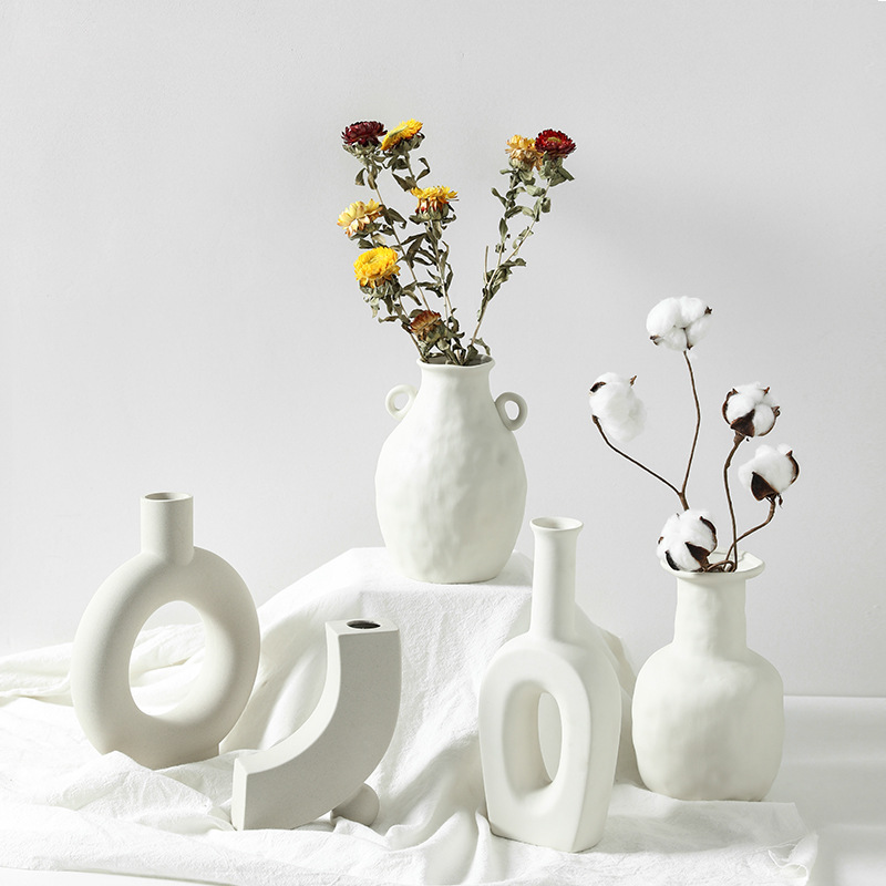 Europe White Porcelain Crafts Ceramic Vase Creative Small Flower Vase Ornaments Tabletop Vases Home Decoration Wedding Gifts