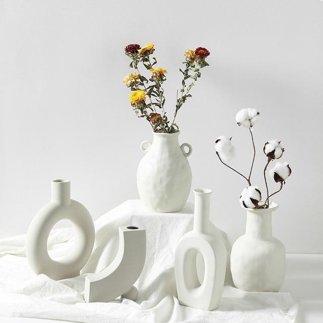 Europe White Porcelain Crafts Ceramic Vase Creative Small Flower Vase Ornaments Tabletop Vases Home Decoration Wedding Gifts 1