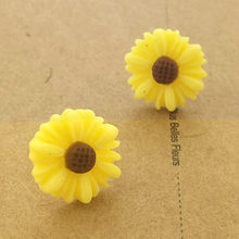 Cute White Small Daisy Flower Stud Earrings For Women Girl Pendientes Flower Earring Boucle D'oreille(China)