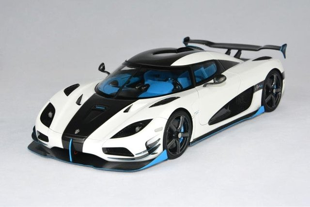Resin Car Model FrontiArt Koenigsegg Agera RS1 1:18 (White) + SMALL on