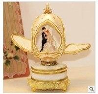 Жених и невеста танцуют Европейский королевская свадьба предпочтительным музыкальная шкатулка яйцо День святого Валентина подарки из Рож