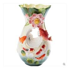 Large pottery and porcelain flower pot is a lotus leaf water pepe in the to we