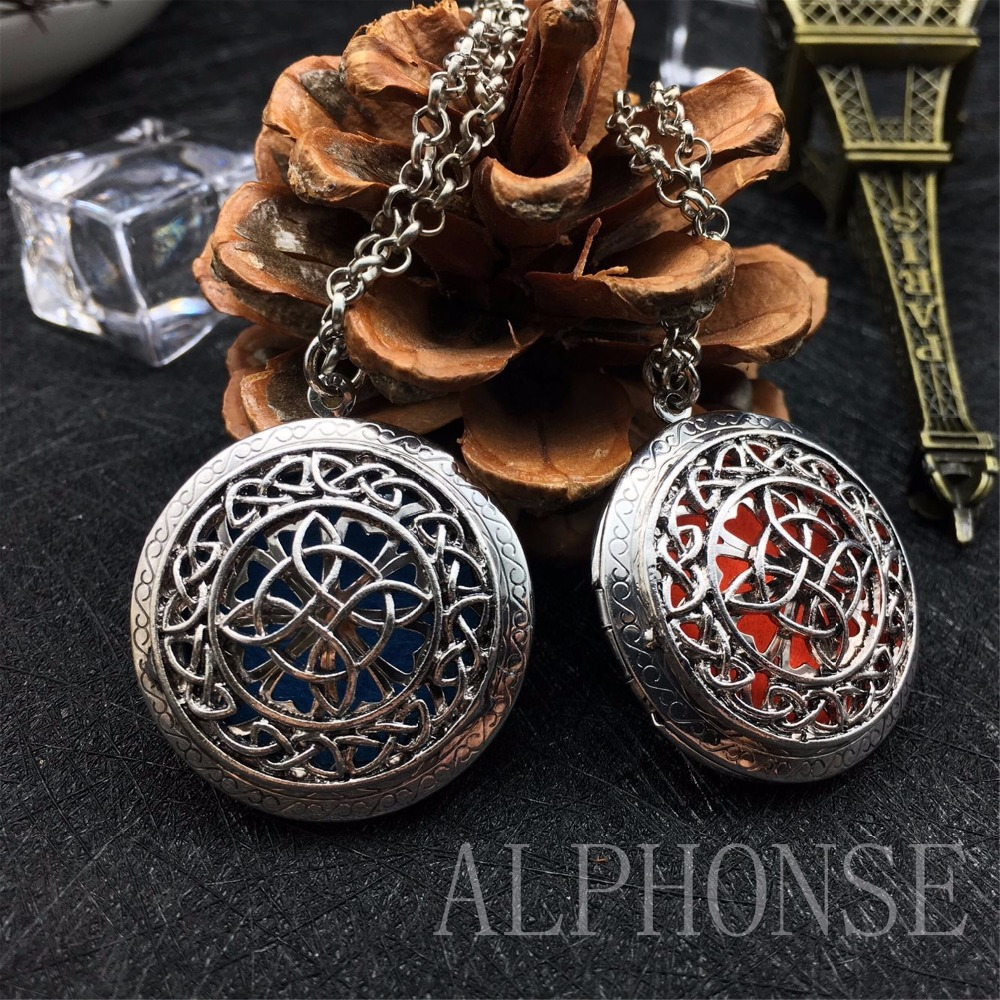1 package style pattern sweater sweater necklace round necklace aromatherapy essential oil necklace Christmas Can open the photo