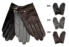 High quanlity Lady leather glove with rivet on cuff