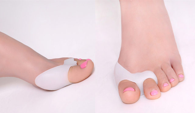 ba27bcf1be Silicone Gel dedos do pé dois furos separador de dedos polegar valgo protetor  joanete ajustador hálux