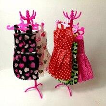 bb33aba895 Rosa Mix Set Cabides Cabideiro Acessórios Para Roupas Barbie vestido de  Roupa Saia Sapatos Boneca Pretend Play House Presente Da.