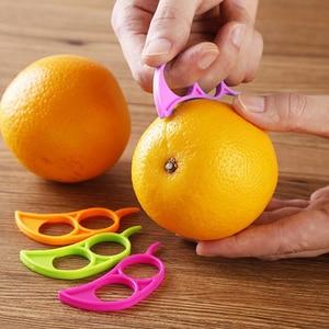 1Pcs Creative Orange Slicer Peelers Lemon Slicer Fruit Stripper Easy Opener Citrus Knife Kitchen Tools Gadgets (Random Color)