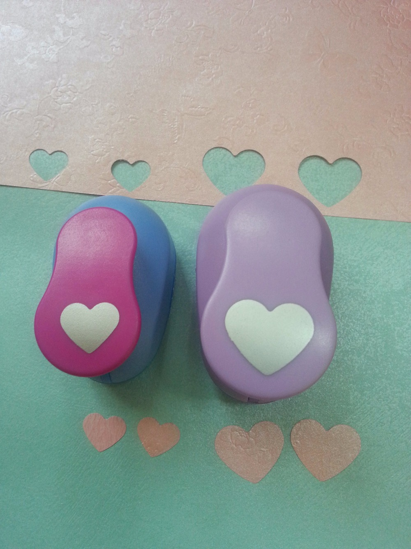 2 unids (2.5 cm, 1.6 cm) corazón forma sacador scrapbooking escuela Eva del perforador del papel del sacador