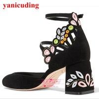 Женские туфли лодочки на высоком каблуке с разноцветными цветочными лепестками и вышивкой; туфли с ремешком и пряжкой; обувь для свадебной