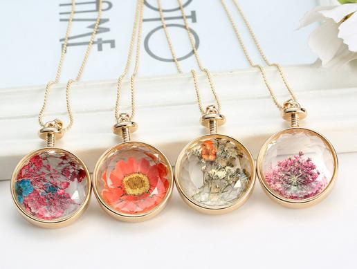 Fashion Gold Plated Round Glass Pressed Flower Necklace