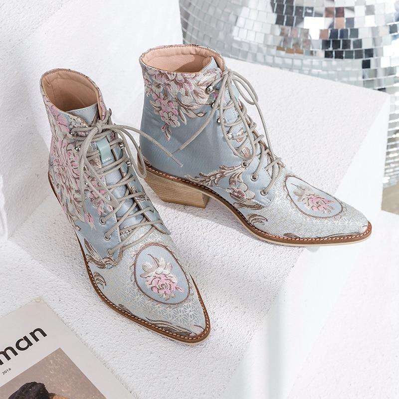 SIMLOVEYO 2019 ใหม่ล่าสุดข้อเท้ารองเท้าผู้หญิงสไตล์จีนปักรองเท้าแฟชั่น lace up ฤดูใบไม้ร่วงฤดูใบไม้ผลิผู้หญิงรองเท้าขนาด 34 43-ใน รองเท้าบูทหุ้มข้อ จาก รองเท้า บน   3