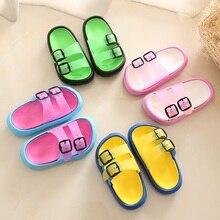 Детские тапочки для мальчиков; пляжные сандалии; летние тапочки для маленьких девочек; Домашние шлепанцы на плоской подошве; детская Нескользящая Корейская домашняя повседневная обувь