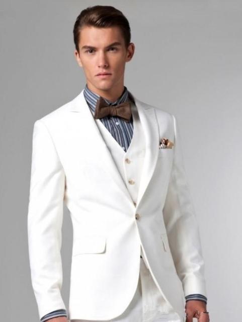 Matrimonio lo sposo abito color avorio colletto bianco abito da sposa a due  bottoni uomo migliore cd183f68df6