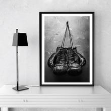 Guantes de boxeo Vintage foto póster cuadro sobre lienzo para pared imagen en blanco y negro deporte impresiones para sala de estar decoración de la pared del hogar