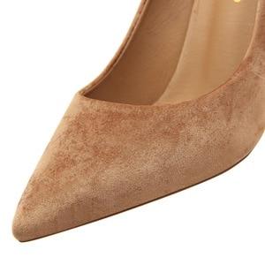 Image 2 - Salto feminino, salto alto com 8cm, calçado de bloco, sexy, robusto, com cachecol, elegante, amarelo, festa, casamento, 2020 sapatos com calçados