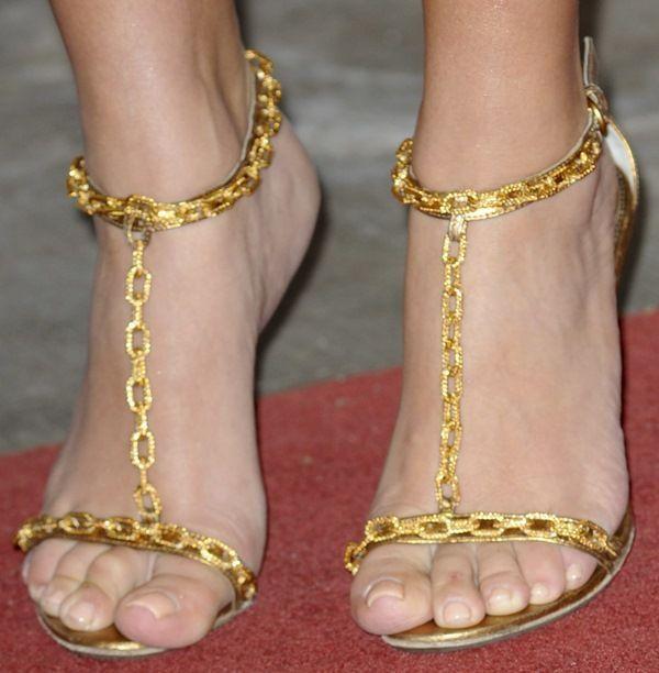Grote Maat 11 Gold Metallic Leer Vrouwen Sandalen Gouden Kettingen Cut Outs T-strap Geknikte Dress Schoenen Beknopte Metalen Dunne Hak schoenen