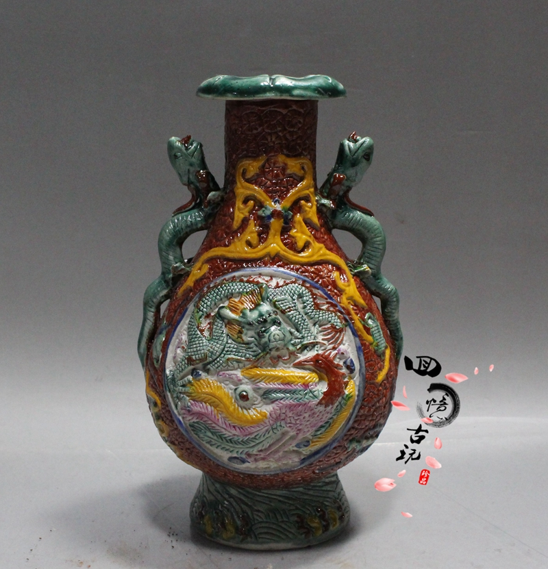 Chinois ancienne porcelaine ornements Shuanglong oreille vase