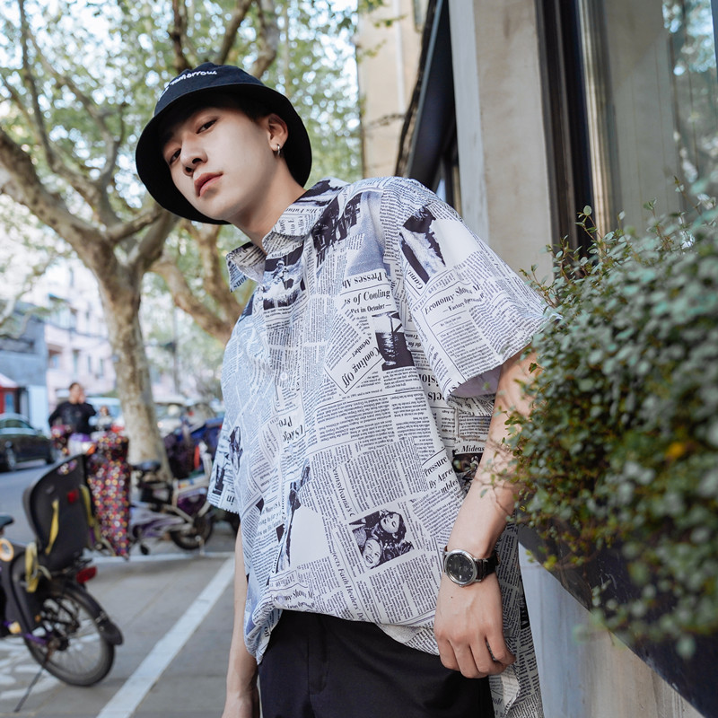 2018 Summer New Pattern Newspaper Red Shirt Short Sleeve personality city boy trend wild casual Favourite Recommend hiphop