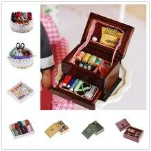 Gran oferta 1:12 Vintage costura con aguja Kit de aguja caja máquina de coser casa de muñecas miniatura Decoración