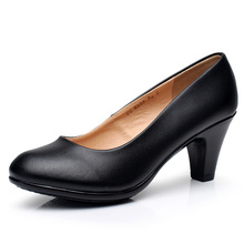 цены 2019 New Women Med Heels High Quality Shoes Classic Pumps Shoes for Office Ladies Shoes Women Genuine Leather Shoes Size 35-40