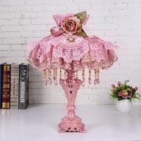 Высокая Класс розовый кружевной европейский Настольная лампа Спальня прикроватной тумбочке Гостиная Ткань Настольная лампа Свадебные ком