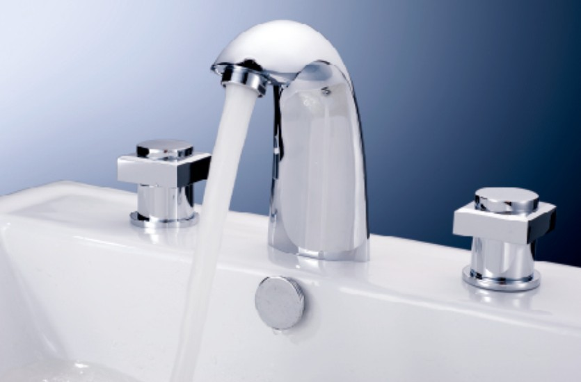 7 Faucet Finishes For Fabulous Bathrooms: Brass Chrome Finishing Hot And Cold 3 Holes 2 Handles 3