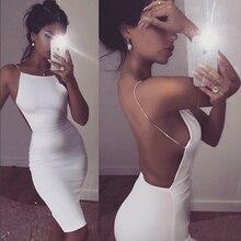 Sexy bílé upnuté šaty s holými zády
