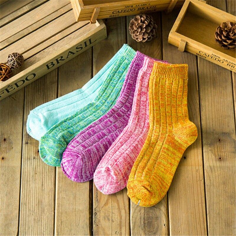 ea56ff77bf8 Vente chaude! femmes chaussettes de chaud 5 paires lot automne-hiver lignes  Audacieuses confortable respirant Femmes chaud épais chaussettes de  sucrerie ...
