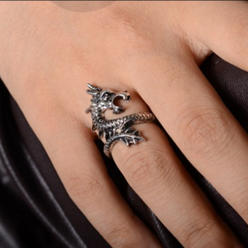 Sale 2018 New Arrival Charms Punk Fashion Exaggerated Rings for Men and Women Vintage Retro Dragon Ring Jewelry Free Shipping