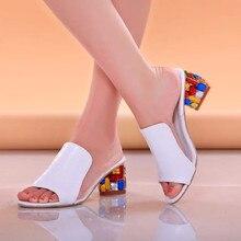 Dámské boty s otevřenou špičkou a barevným podpatkem