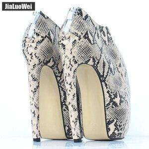 Image 4 - Jialuowei Brand New Designer dziwny styl zakrzywiony na cienkim obcasie platforma Sexy nadruk węża 18CM bardzo wysokie obcasy kobiet botki