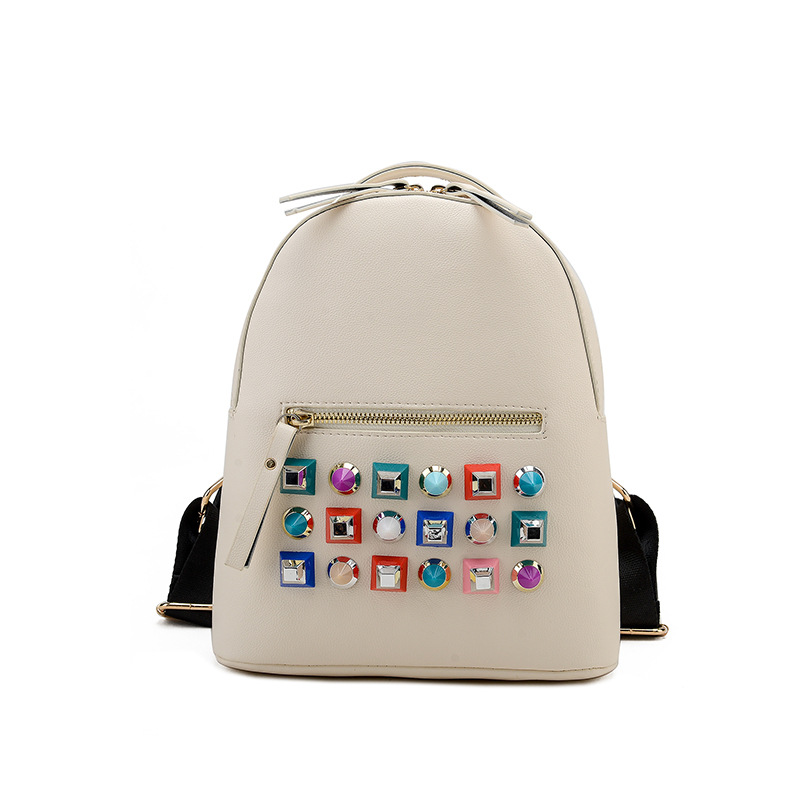 Hot Fashion Rivets Backpacks European and Ameriersion Pu Leather Female Leisure Backpack Cool Rivet Travel Backpacks Bolsas