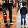 Бесплатная доставка 2015 детской одежды осень мальчиков джинсы с колени лоскутная дизайн мальчик брюки B022