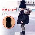 HAT В КАЧЕСТВЕ ПОДАРКА зима мальчик девочка Вниз куртки МАЛЬЧИК девочка детская одежда 2016 новый толстый слой верхней одежды с капюшоном меховой воротник куртка