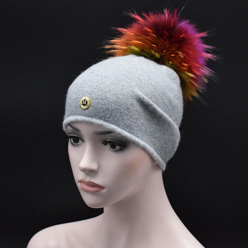 Alta calidad de las señoras de invierno sombreros para las mujeres gorros  chicas color sólido casual knit Cap color mapache piel lana sombrero 243e8708d9a