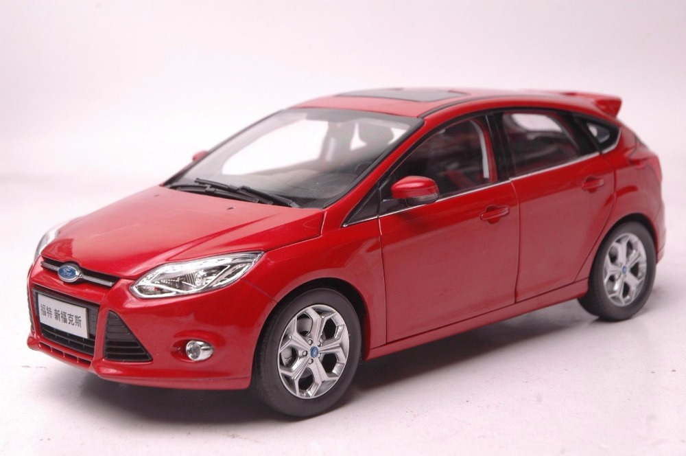 1:18 Diecast Model for Ford Focus 2012 Red Hatchback Alloy Toy Car Miniature Collection Gifts Freestyle