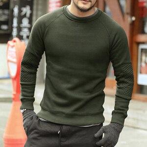 Image 1 - Homens hoodies do velo de espessamento sólida Metrosexual homens marca inverno camisola nova chegada fino de algodão casual o pescoço da moda F0011