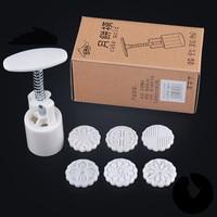Wholesale Kitchen Tools Petal Flower Shaped Plastic Mooncake Mold 25g Cheap Baking Pastry Tools Plastic Cake