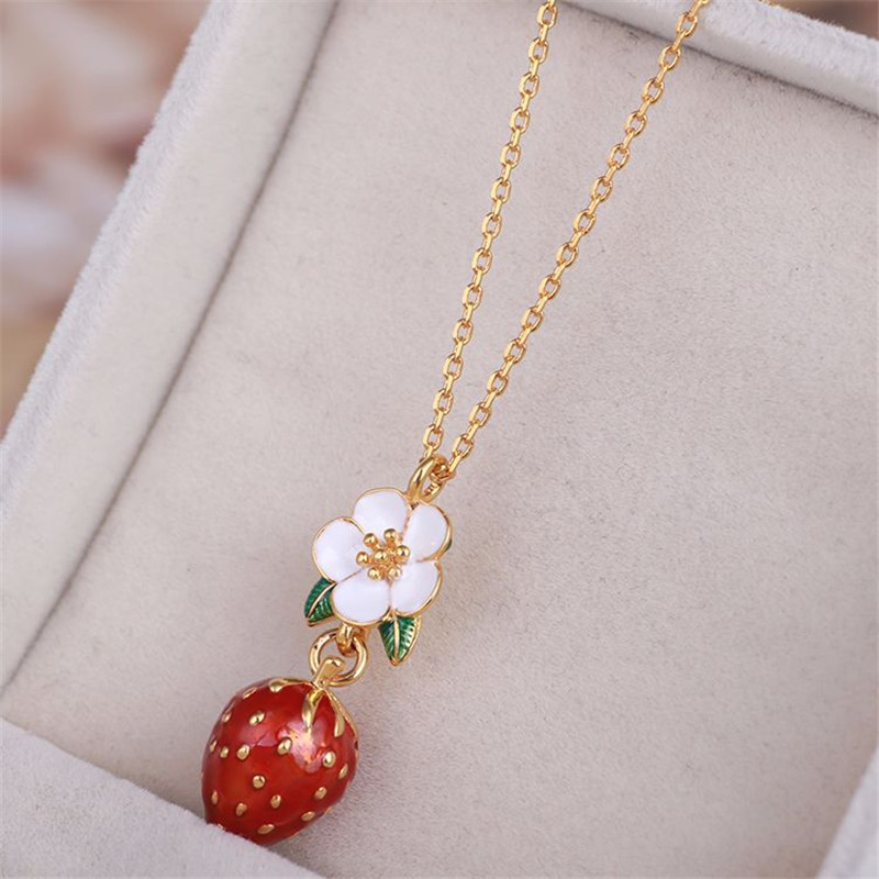 Warmhome Trendy Jewelry Enamel Glaze Copper Cute White Flower Green Leaves Strawberry Fruit For Women Necklace цена