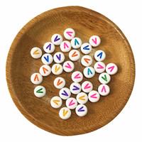 3600 Pçs/lote Colorido Único Nome Inicial V Impressão Acrílico Carta Beads Malha Pulseira Spacer Alfabeto Contas De Plástico para DIY