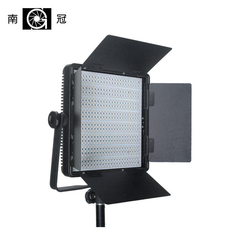 Nanguang CN-600SA LED Studio Panel Light with Barndoors and V-mount Ra95 5400K to 3200K 600 PCS LED lamp nanguang cn r640 cn r640 photography video studio 640 led continuous ring light 5600k day lighting led video light with tripod