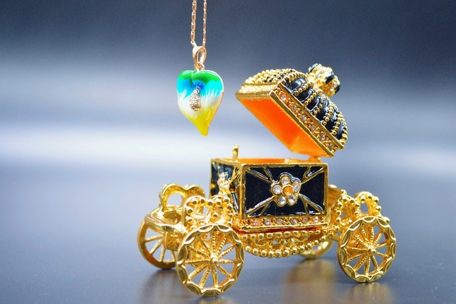 Qifu Vintage Imperial High Quality Crown Royal Carriage Home Decor