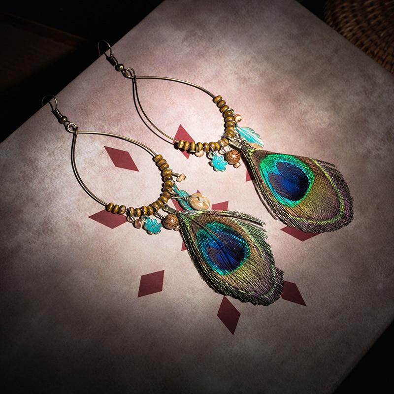 Feather dame øreringer Etniske runde tre perler påfugl fjær Long dusk øreringer for kvinner Vintage bohem øreringer