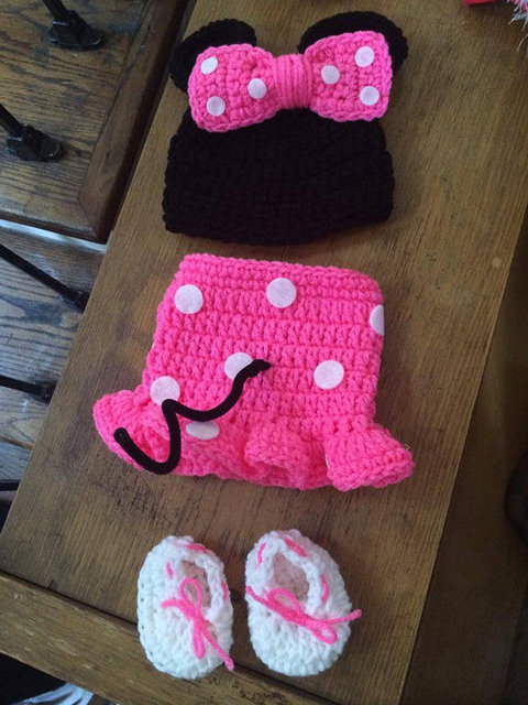 Nouveau-né fille Minnie chapeau casquettes, crochet bébé filles chapeau,  bottes avec rose 5b2ed744e0f