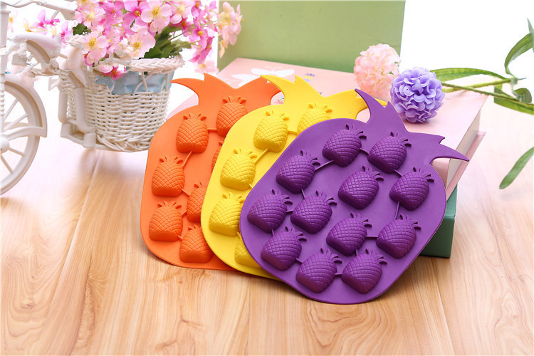 1PC Random Color Pineapple Shape Ice Mold Drink Cream Cube Maker Bar Party Tray Freeze Kitchen Tool PF 008