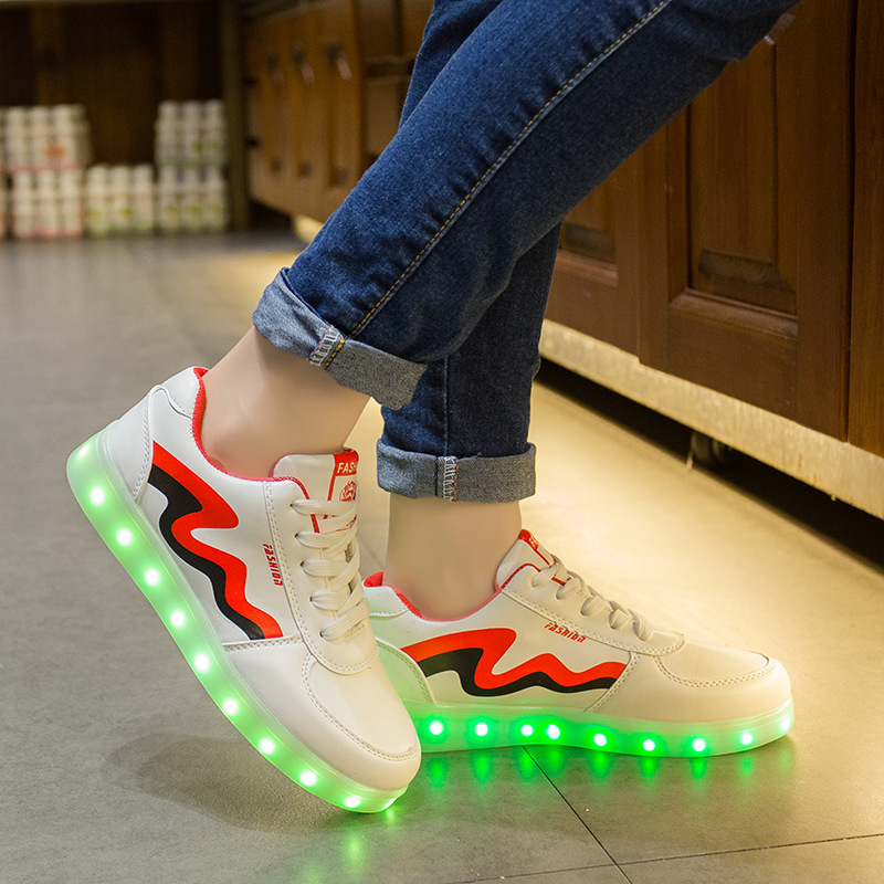 Eur-Größe 35-44 LED LED-Laufschuhe Feminino Basket LED leuchten Trainer leuchtende leuchtende Sneakers LED-Hausschuhe