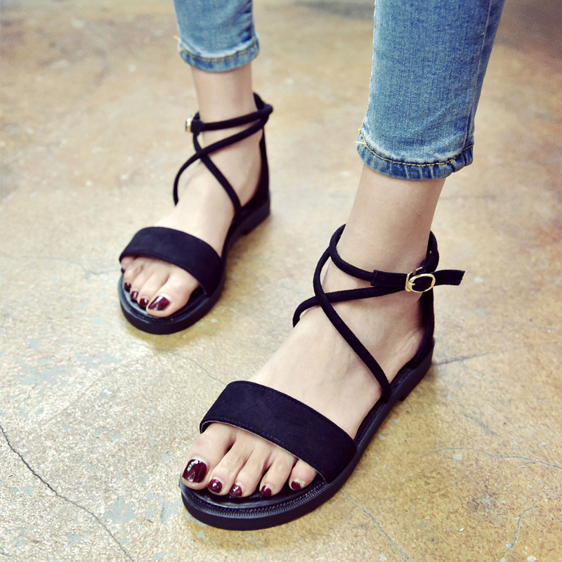 Korean version of low heel sandals Xia 2018 new cross strap retro Roman shoes one word buckle student flat sole sandals