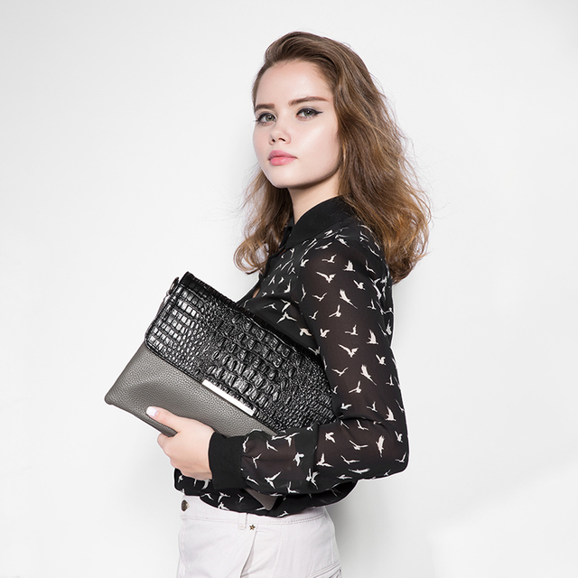 Women's Travel Clutches With Crocodile Pattern Artificial Leather Chain Messenger Bag